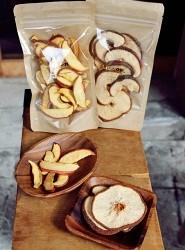 「有機梨乾(有機梨のドライフルーツ/200元)」「有機蘋果乾(有機りんごのドライフルーツ/200元)」
